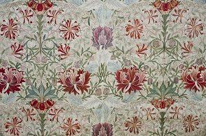 Kalender_William Morris, Honeysuckle (Kaprifolier), ca. 1876. Håndbroderet silke og linned. William Morris Gallery, London